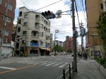 A crossing on the way to the subway station Higashimikuni (東三国).